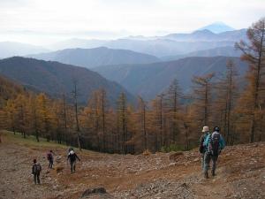 雲取山から雲取奥多摩小屋へ(石尾根縦走路) Mt.Kumotoriyama Trek